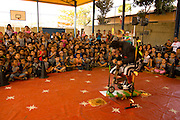 Betim_MG, Brasil...Apresentacao do espetaculo Bilu e Corisco (Grupo Armatrux), criacao e atuacao de Eduardo Machado, na Escola Municipal Sebastiana Diniz Mattos Cardoso.      ..The spectacle presentation Bilu e Corisco (Armatrux group), by Eduardo Machado, in the Municipal School Sebastiana  Diniz Mattos Cardoso.      .   .Foto: LEO DRUMOND /  NITRO