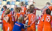 MONCHENGLADBACH - Vreugde bij Oranje.  Jong Oranje dames wint zondag in Monchengladbach de wereldtitel door de finale van het het WK-21 van  Argentinie te winnen. Het Nederlands hockeyteam wint na 1-1 de shout-outs. Foto Koen Suyk