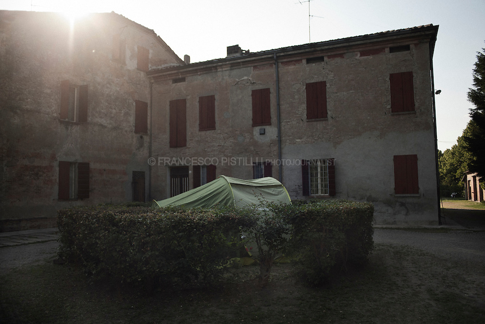 Italy, Cavezzo (MO). May 29th 2012 - several people, fearing new tremors, decided to sleep outside their houses, setting up tents in their gardens.<br />