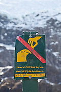 """""""Please do NOT feed the kea"""" sign in Mount Aspiring National Park."""