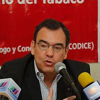 Toluca, México.- Eduardo del Castillo, director general de CODICE informo que entregaran a la Secretaria de Gobierno una propuesta para crear el reglamento de la recién Ley de Prevención del Tabaquismo y Protección ante la Exposición al Humo de Tabaco en el Estado de México. Agencia MVT / Crisanta Espinosa