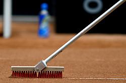 19-04-2014 NED: Fed Cup Nederland - Japan, Den Bosch<br /> De lijnen worden schoongeveegd voor het promotie/degradatie duel tussen Nederland - Japan