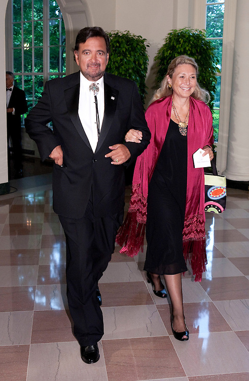 New Mexico Governor Bill Richardson and his sister Vesta Richardson arrive for the State Dinner hosted by US President Barack Obama and first lady Michelle Obama for the President of Mexico Felipe Calderon and his wife Margarita Zavala at the White House in Washington on May 19, 2010.       REUTERS/Joshua Roberts    (UNITED STATES)