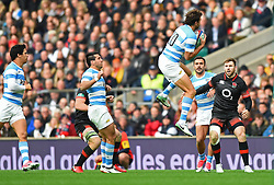 November 11, 2017 - London, England, United Kingdom - England's Elliot Daly  watches on as Argentina's Juan Martin Hernandez catches kick off during Old Mutual Wealth Series between England against Argentina at Twickenham stadium , London on 11 Nov 2017  (Credit Image: © Kieran Galvin/NurPhoto via ZUMA Press)