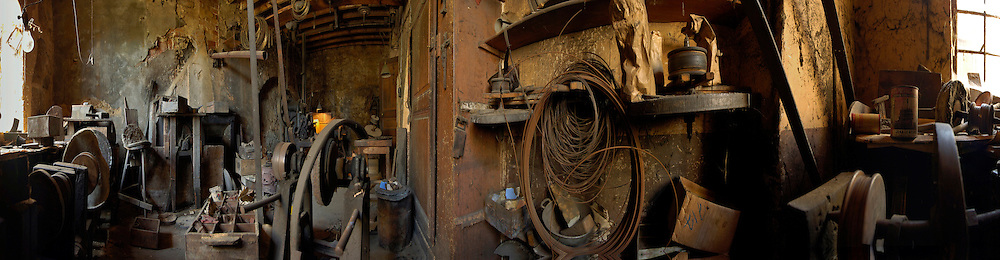 01/03/03 - THIERS - PUY DE DOME - FRANCE - Ancien atelier de coutellerie GONIN SAUVAGNAT - Photo Jerome CHABANNE