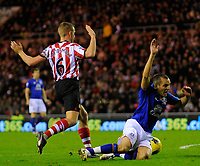 20111226: LONDON, UK - Barclays Premier League 2011/2012: Sunderland vs Everton.<br /> In photo: Leon Osman of Everton FC (R) goes down in the Sunderland box and is awarded a penalty kick.<br /> PHOTO: CITYFILES