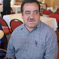 Toluca, Méx.- Rene Muñoz y Antonio Gutierrez tepresentantes de la asociacion de colonos de San Pedro Tultepec, citaron a una conferencia de prensa para pedir apoyo sobre la colocacion de los puentes peatonales en el municipio de Lerma. Agencia MVT / Gabriela Benitez. (DIGITAL)<br /> <br /> <br /> <br /> NO ARCHIVAR - NO ARCHIVE