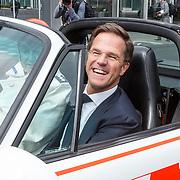 NLD/Amsterdam/20150416 - Opening AutoRai 2015, Premier Rutte komt aan in een oude porsche van de rijkspolitie