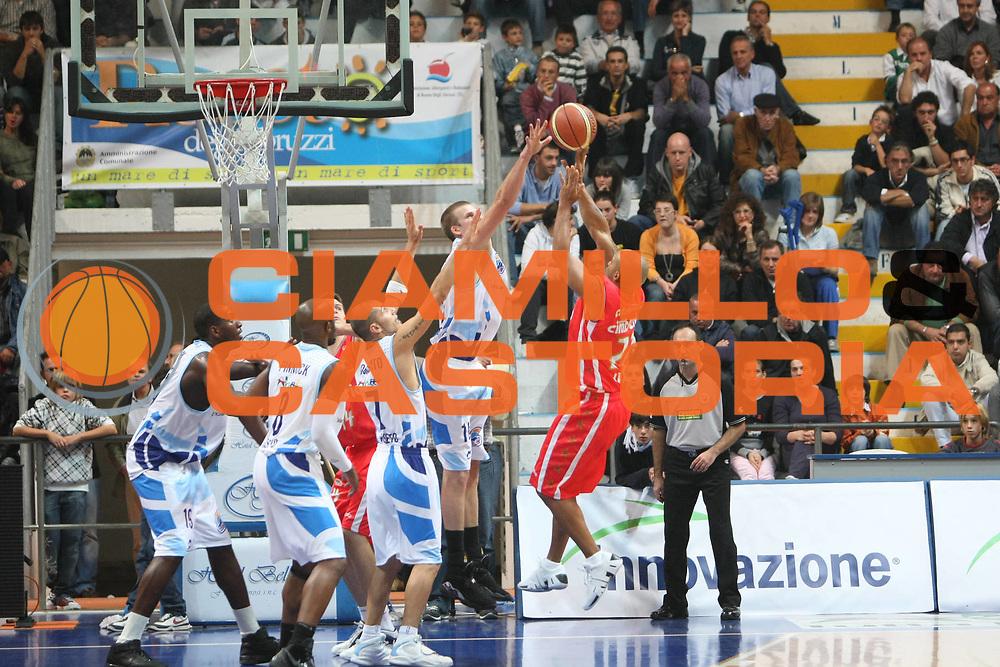 DESCRIZIONE : Roseto degli Abruzzi  Lega A2 2008-09 Pallacanestro Roseto 1946 Cimberio Varese<br /> GIOCATORE : Randolph Childress<br /> SQUADRA : Cimberio Varese<br /> EVENTO : Campionato Lega A2 2008-2009 <br /> GARA : Pallacanestro Roseto 1946 Cimberio Varese <br /> DATA : 05/10/2008<br /> CATEGORIA : Tiro<br /> SPORT : Pallacanestro <br /> AUTORE : Agenzia Ciamillo-Castoria/C.De Massis<br /> Galleria : Lega Basket A2 2008-2009 <br /> Fotonotizia : Roseto degli Abruzzi Campionato Italiano Lega A2 2008-2009 Pallacanestro Roseto 1946 Cimberio Varese<br /> Predefinita :