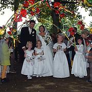 Huwelijk juf Wiesenekker en meester kerk Blaricum