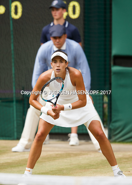 GARBI&Ntilde;E MUGURUZA (ESP), Linienrichter und Balljunge in einer Linie,kurios,<br /> <br /> Tennis - Wimbledon 2017 - Grand Slam ITF / ATP / WTA -  AELTC - London -  - Great Britain  - 13 July 2017.