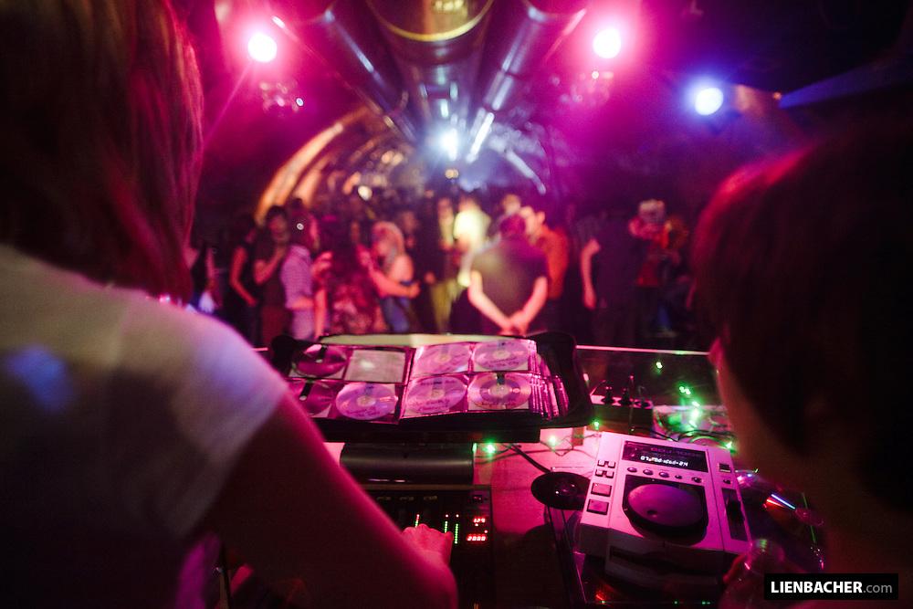 Yeah!Club Rockhouse, 4. 4. 09: ship ahoy. Photo: Wolfgang Lienbache
