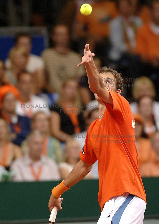 22-09-2006 TENNIS: DAVIS CUP: NEDERLAND - TSJECHIE: LEIDEN <br /> Robin Haase verliest de tweede wedstrijd in vier drie sets en Nederland staat op 2-0 achterstand<br /> &copy;2006-WWW.FOTOHOOGENDOORN.NL