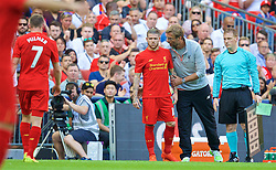 LONDON, ENGLAND - Saturday, August 6, 2016: Liverpool's manager Jürgen Klopp prepares to bring on substitute Alberto Moreno against Barcelona during the International Champions Cup match at Wembley Stadium. (Pic by David Rawcliffe/Propaganda)
