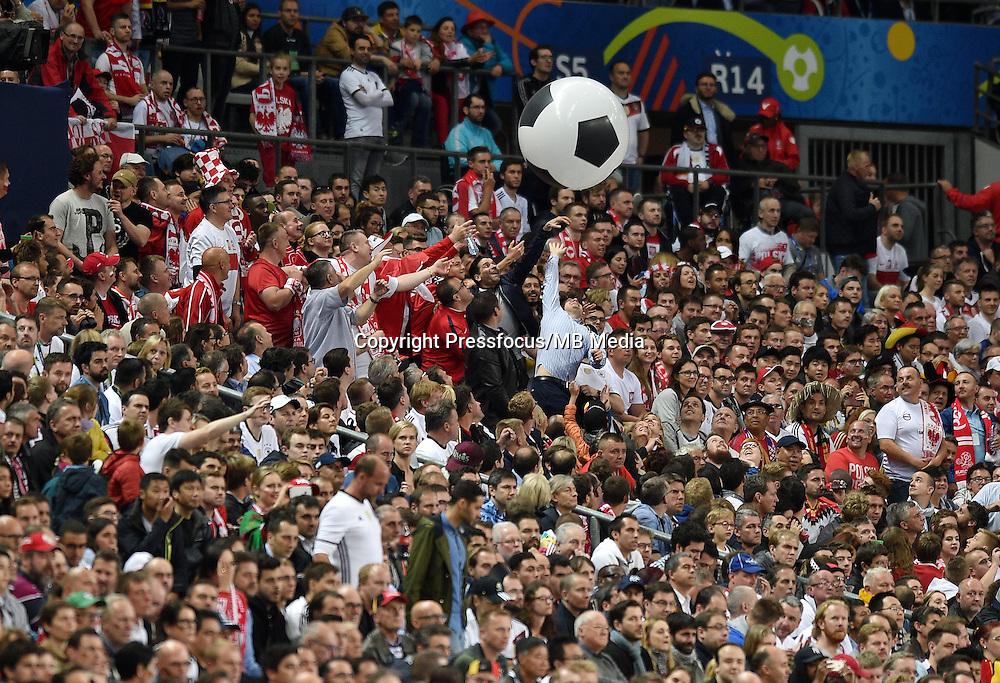 2016.06.16 Saint-Denis<br /> Pilka nozna Euro 2016<br /> mecz grupy C Polska - Niemcy<br /> N/z kibice zabawa<br /> Foto Lukasz Laskowski / PressFocus<br /> <br /> 2016.06.16 Saint-Denis<br /> Football UEFA Euro 2016 group C game between Poland and Germany<br /> kibice zabawa<br /> Credit: Lukasz Laskowski / PressFocus