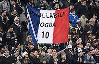 FUSSBALL CHAMPIONS LEAGUE  SAISON 2015/2016 ACHTELFINAL HINSPIEL Juventus Turin - FC Bayern Muenchen             23.02.2016 Ein Juve Fan zeigt ein Banner Paul Pogba (Juventus Turin)
