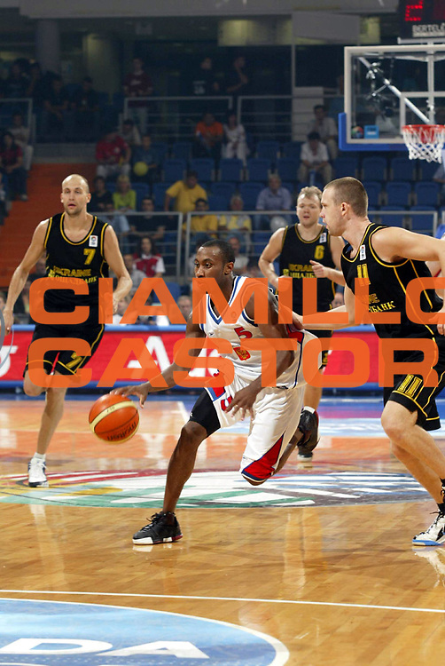 DESCRIZIONE : Vrsac Eurobasket Men 2005 Premiazione Germania-Ucraina<br /> GIOCATORE : Holden<br /> SQUADRA : Russia<br /> EVENTO : Eurobasket Men 2005 Campionati Europei Uomini 2005<br /> GARA : Russia Ucraina Russia Ukraine<br /> DATA : 16/09/2005<br /> CATEGORIA :<br /> SPORT : Pallacanestro<br /> AUTORE : Ciamillo&amp;Castoria/Fiba Europe Pool
