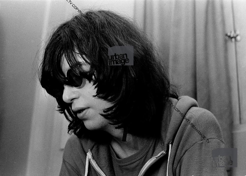 Joey Ramone backstage London 1978