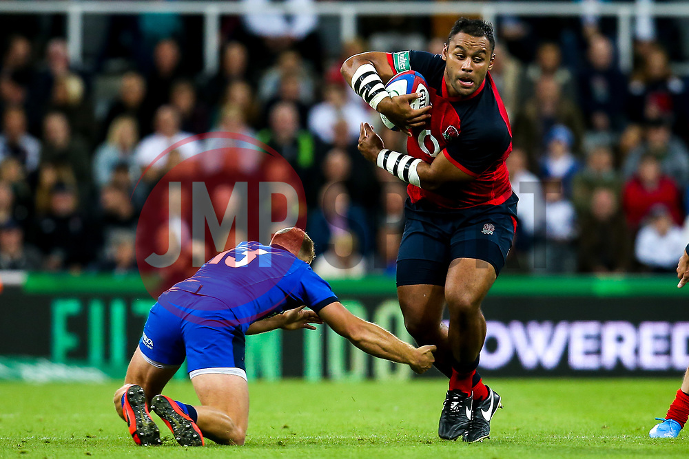 Billy Vunipola of England goes past Giulio Bisegni of Italy - Mandatory by-line: Robbie Stephenson/JMP - 06/09/2019 - RUGBY - St James's Park - Newcastle, England - England v Italy - Quilter Internationals