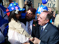 "Isha Hussan 3 years old and Amjed Hussain posing for a photos taken with  First Minister Alex Salmond.<br />  First Minister Alex Salmond and Deputy First Minister. Nicola Sturgeon join with figures from across the Yes movement. <br /> They  ""campaign for the full powers that only a Yes vote can guarantee"". Amongst other members of the grassroots campaign they  <br /> join Jim Sillars and the Margo mobile, which has been touring communities of Scotland.<br /> Pako Mera/Universal News And Sport (Europe) 10/09/2014"