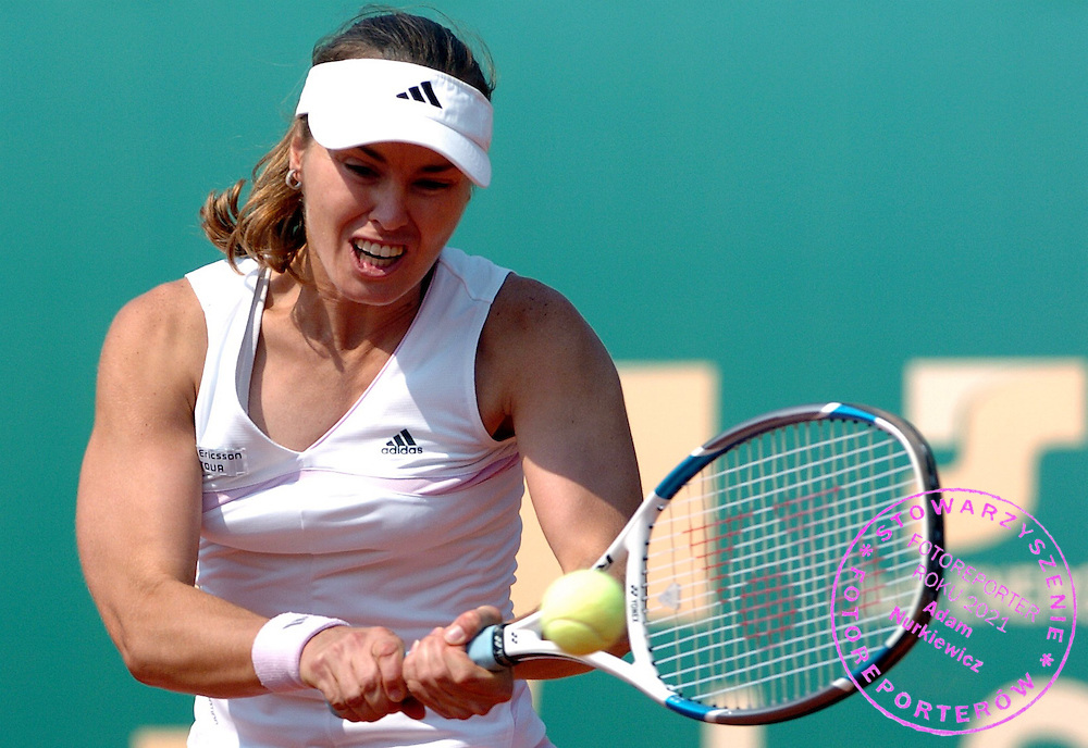 n/z.: Martina Hingis ( Szwajcaria ) podczas cwiercfinalu miedzynarodowego Kobiecego Turnieju Tenisowego Sony Ericsson WTA Tour - J&S Cup , Warszawa , 04-05-2006 , fot.: Adam Nurkiewicz / mediasport..Martina Hingis ( Switzerland ) during quaterfinal J&S Cup International Women Tennis Tourament Sony Ericsson WTA Tour in Warsaw. May 04, 2006 ; Poland , Warsaw ( Photo by Adam Nurkiewicz / mediasport )