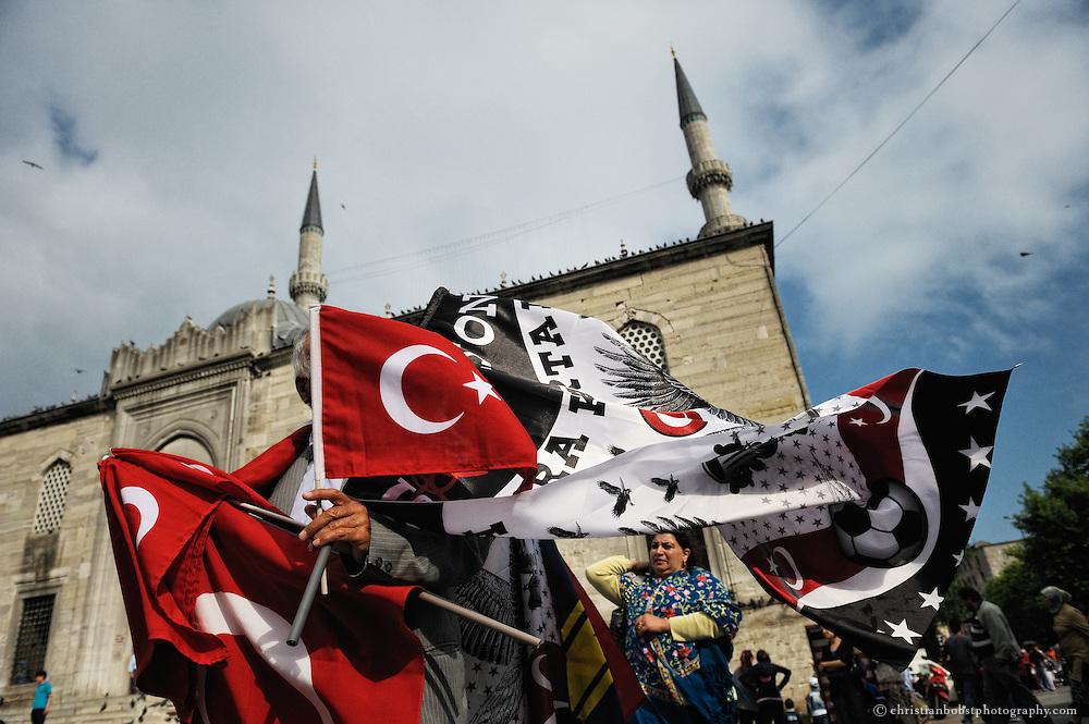 Turkish flags seller in front of the Yeni Cami