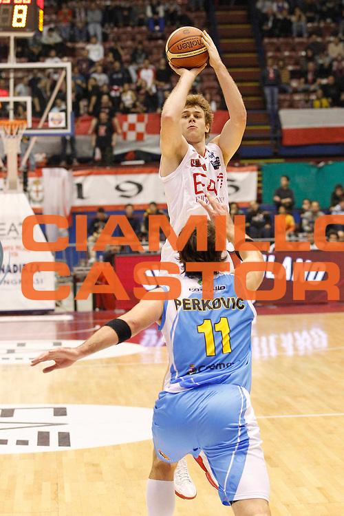 DESCRIZIONE : Milano Campionato Lega A 2011-12 EA7 Emporio Armani Milano Vanoli Braga Cremona<br /> GIOCATORE : Niccolo Melli<br /> CATEGORIA : Tiro Three Points<br /> SQUADRA : EA7 Emporio Armani Milano<br /> EVENTO : Campionato Lega A 2011-2012<br /> GARA : EA7 Emporio Armani Milano Vanoli Braga Cremona<br /> DATA : 04/12/2011<br /> SPORT : Pallacanestro<br /> AUTORE : Agenzia Ciamillo-Castoria/G.Cottini<br /> Galleria : Lega Basket A 2011-2012<br /> Fotonotizia : Milano Campionato Lega A 2011-12 EA7 Emporio Armani Milano Vanoli Braga Cremona<br /> Predefinita :