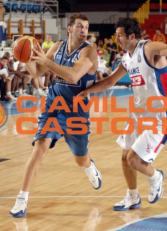 DESCRIZIONE : Belgrado Eurobasket Men 2005 Francia-Grecia<br /> GIOCATORE : Papaloukas<br /> SQUADRA : Grecia Greece<br /> EVENTO : Eurobasket Men 2005 Campionati Europei Uomini 2005<br /> GARA : Francia Grecia France Greece<br /> DATA : 16/09/2005<br /> CATEGORIA :<br /> SPORT : Pallacanestro<br /> AUTORE : Ciamillo&amp;Castoria/Fiba Europe Pool