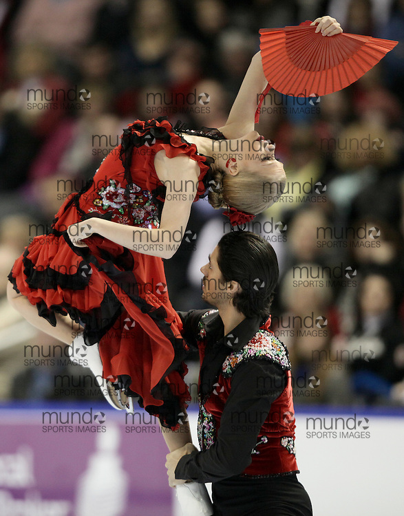 London, Ontario ---10-01-15--- Kaitlyn Weaver and Andrew Poje skate their original dance program at the 2010 BMO Canadian Figure Skating Championships in London, Ontario, January 15, 2010. .GEOFF ROBINS/Mundo Sport Images..