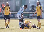 FODBOLD: Douglas Ferreira (FC Helsingør) undskylder en hård tackling mod Mads Justesen (Hobro IK) under kampen i ALKA Superligaen mellem FC Helsingør og Hobro IK den 8. april 2018 på Helsingør Stadion. Foto: Claus Birch.