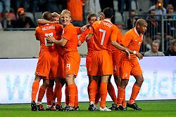 12-08-2009 VOETBAL: NEDERLAND - ENGELAND: AMSTERDAM<br /> Nederland speelt met 2-2 gelijk tegen Engeland / Rafael van der Vaart scoort de 2-0 en viert dit met Dirk Kuyt, John Heitinga, Stijn Schaars, Nigel de Jong en Robin van Persie<br /> &copy;2009-WWW.FOTOHOOGENDOORN.NL