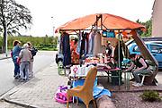 Nederland, Deest, 22-9-2018 Burendag in dit dorp in Maas en Waal. Onder het motto Deest Ruimt Op hebben tientallen mensen hun zolder ipgeruimd en kan het hele dorp bij elkaar 2e hands spullen kopen .Foto: Flip Franssen Foto: Flip Franssen