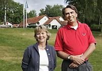 Hattemse Golf & Country Club: voorzitter Pem van Heek en lid van bestuur en lustrumcommissie , Loes Lopes Cardozo. Copyright Koen Suyk