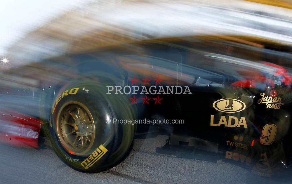 Motorsports / Formula 1: World Championship 2011, Test Valencia, Robert Kubica ( POL, Renault ) Pirelli, Reifen, tyre, tyres