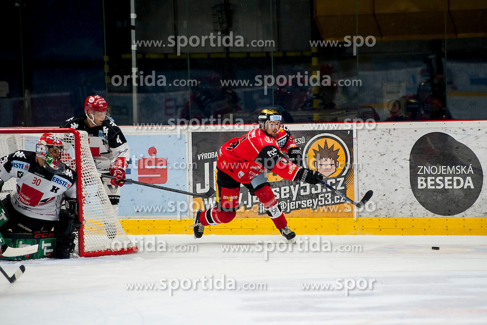 23.10.2016, Ice Rink, Znojmo, CZE, EBEL, HC Orli Znojmo vs HC TWK Innsbruck Die Haie, 13. Runde, im Bild v.l. Andy Chiodo (HC TWK Innsbruck) Daniel Mitterdorfer (HC TWK Innsbruck) Michal Vodny (HC Orli Znojmo) // during the Erste Bank Icehockey League 13th round match between HC Orli Znojmo and HC TWK Innsbruck Die Haie at the Ice Rink in Znojmo, Czech Republic on 2016/10/23. EXPA Pictures © 2016, PhotoCredit: EXPA/ Rostislav Pfeffer
