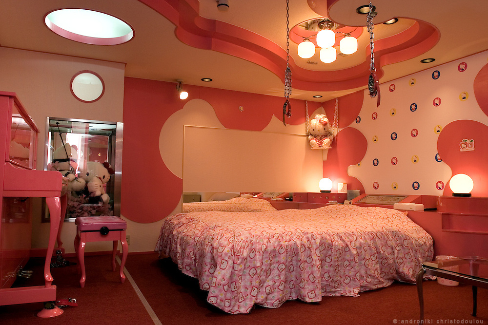 ADONIS Love Hotel in Osaka Ikutamateramachi area. Hello Kitty SM room