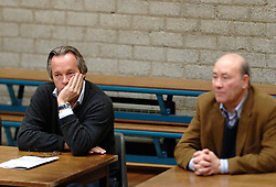 18-03-2006 VOLLEYBAL: PLAY OFF HALVE FINALE: PIET ZOOMERS D - HVA AMSTERDAM: APELDOORN<br /> Piet Zoomers wint de eerste van de vijf wedstrijden vrij eenvoudig met 3-0 / Joop Alberda en Pierre Mathieu<br /> Copyrights2006-WWW.FOTOHOOGENDOORN.NL