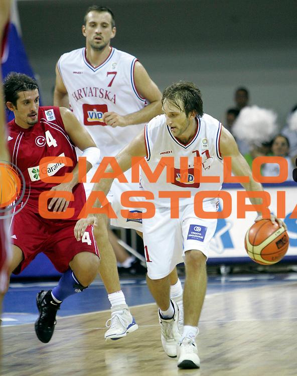 DESCRIZIONE : Podgorica Eurobasket Men 2005 Croazia-Turchia<br /> GIOCATORE : Planinic<br /> SQUADRA : Croazia Croatia<br /> EVENTO : Eurobasket Men 2005 Campionati Europei Uomini 2005<br /> GARA : Croazia Turchia Croatia Turkey<br /> DATA : 18/09/2005<br /> CATEGORIA :<br /> SPORT : Pallacanestro<br /> AUTORE : Ciamillo&amp;Castoria/Fiba Europe Pool