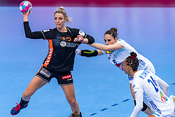 14-12-2018 FRA: Women European Handball Championships France - Netherlands, Paris<br /> Second semi final France - Netherlands / Nycke Groot #17 of Netherlands, Saurina Camille Ayglon #5 of France