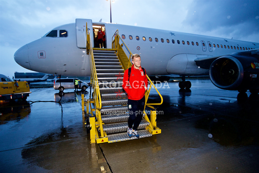 VIENNA, AUSTRIA - Wednesday, October 5, 2016: Wales' goalkeeper Adam Davies arrives at Vienna International Airport ahead of the 2018 FIFA World Cup Qualifying Group D match against Austria. (Pic by David Rawcliffe/Propaganda)