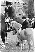 Charlotte Morrison with son Simon Morrison, Cattistock Hunt, Melbury, 14.11.87© Copyright Photograph by Dafydd Jones 66 Stockwell Park Rd. London SW9 0DA Tel 020 7733 0108 www.dafjones.com