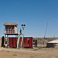 the cashmere and wool market outside The capital city Ulan Baatar. In the warehouse millions  of dollars of raw cashmere.   Ulan Baatar - Mongolia   /  le marche du cachemire et de la laine a l ouest de la capitale Oulan Bator. dans les entrepots sont stockes des des dizaines de tonnes de cachemire brut, representant des millions de dollars, a 40 $ le kg.   Oulan Bator - Mongolie
