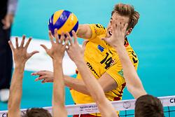 07-12-2017 NED: Draisma Dynamo Lindemans Aalst, Apeldoorn<br /> Dynamo verliest kansloos ban het Belgische Aalst / Wessel Blom #14 of Dynamo