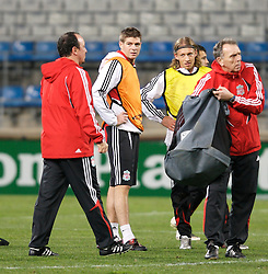 MARSEILLE, FRANCE - Monday, December 10, 2007: Liverpool's captain Steven Gerrard MBE and manager Rafael Benitez training at the Stade Velodrome ahead of the final UEFA Champions League Group A match against Olympique de Marseille. Liverpool must win to progress to the knock-out stage. (Photo by David Rawcliffe/Propaganda)