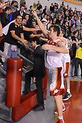 DESCRIZIONE : Roma Lega A 2012-13 Acea Roma Trenkwalder Reggio Emilia<br /> GIOCATORE : Czyz Aleksander <br /> CATEGORIA : esultanza curiosita fair play tifosi<br /> SQUADRA : Acea Roma<br /> EVENTO : Campionato Lega A 2012-2013 <br /> GARA : Acea Roma Trenkwalder Reggio Emilia<br /> DATA : 14/10/2012<br /> SPORT : Pallacanestro <br /> AUTORE : Agenzia Ciamillo-Castoria/GiulioCiamillo<br /> Galleria : Lega Basket A 2012-2013  <br /> Fotonotizia : Roma Lega A 2012-13 Acea Roma Trenkwalder Reggio Emilia<br /> Predefinita :
