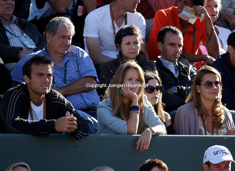 French Open 2009, Roland Garros, Paris, Frankreich,Sport, Tennis, ITF Grand Slam Tournament,<br /> Andy Murray Freundin Kim Sears auf der Tribuene als Zuschauer<br /> <br /> <br /> <br /> Foto: Juergen Hasenkopf