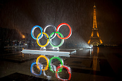 © Licensed to London News Pictures13/09/2017 Paris, France.  <br /> <br /> 13 September 2017, Trocadero Paris (France) a giant Olympic logo is unveiled in heavy rain. The IOC (International Olympic Committee) formally announce the host of the 2024 Summer Games awarding Paris the distinction. <br /> Photo credit: Guilhem Baker/LNP