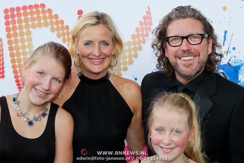 NLD/Rotterdam/20110925 - Premiere Daddy Cool, Henkjan Smits, partner Petra Morselt en kinderen
