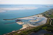 Nederland, Zeeland, Schouwen, 12-06-2009; Serooskerke, de ringdijk met sluitcaisson, aangelegd na de watersnood in 1953, het door de Ramp onstane gat in de gewone dijk kon niet gedicht worden. Links van de ringdijk het natuurgebied Schelphoek, en in het water van de Hammen (Oosterschelde) de zandplaat Roggenplaat, rechts aan de horzion de Stormvloedkering.caissons as used at the closure the breach in the dike (arising after breakthrough of the dike during the flood in 1953).luchtfoto (toeslag), aerial photo (additional fee required).foto/photo Siebe Swart