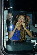 Tal était en concert en Belgique, de nombreux fans l'attendaient pour la voir sortir en bus de la salle de concert.Le 02 novembre 2014, Bruxelles, Belgique